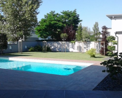 Pool- und Gartenanlage